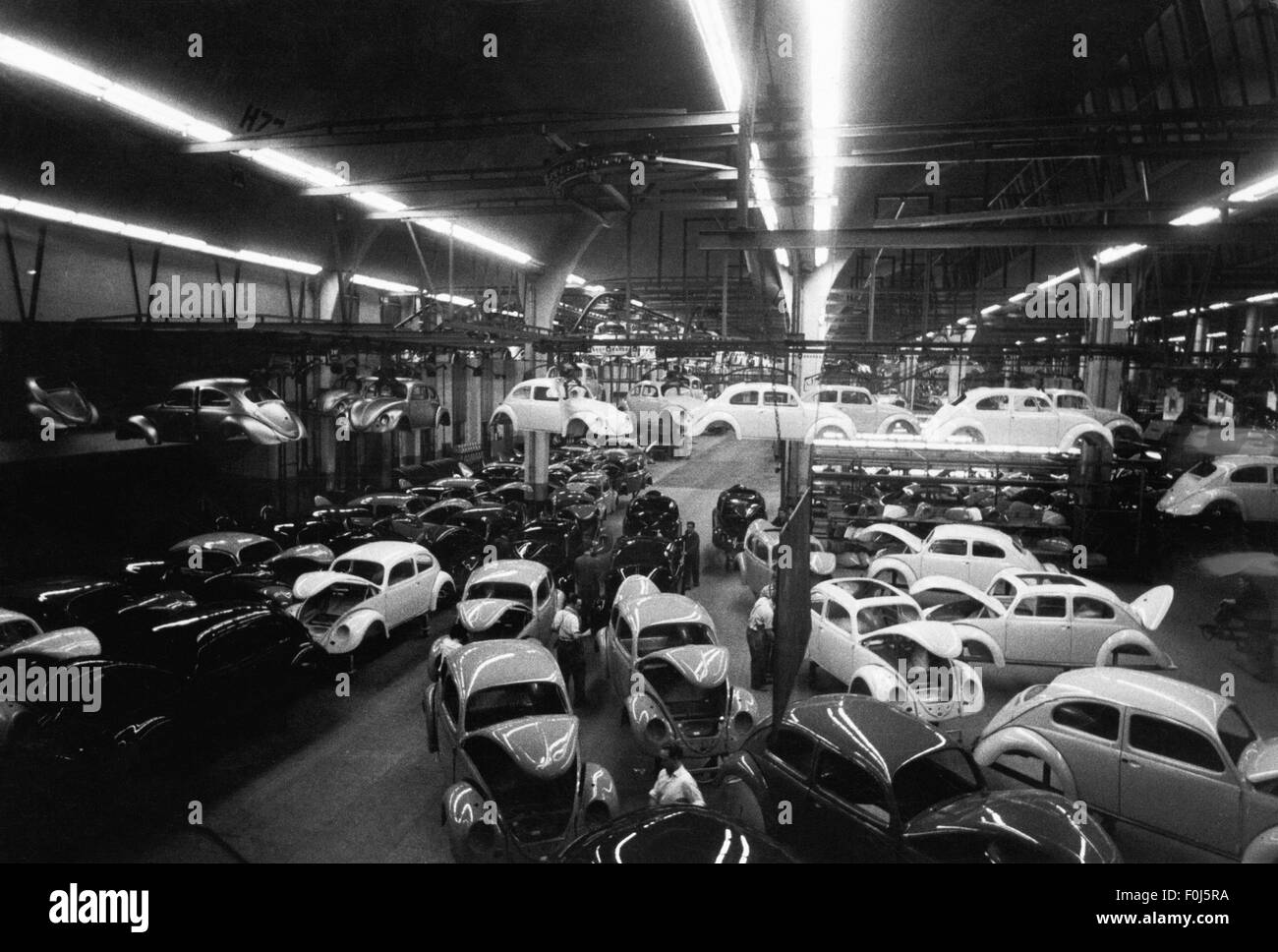 industry, car industry, Volkswagen, Volkswagen plant Wolfsburg, interior view, painting hall, VW Beetle version Stock Photo