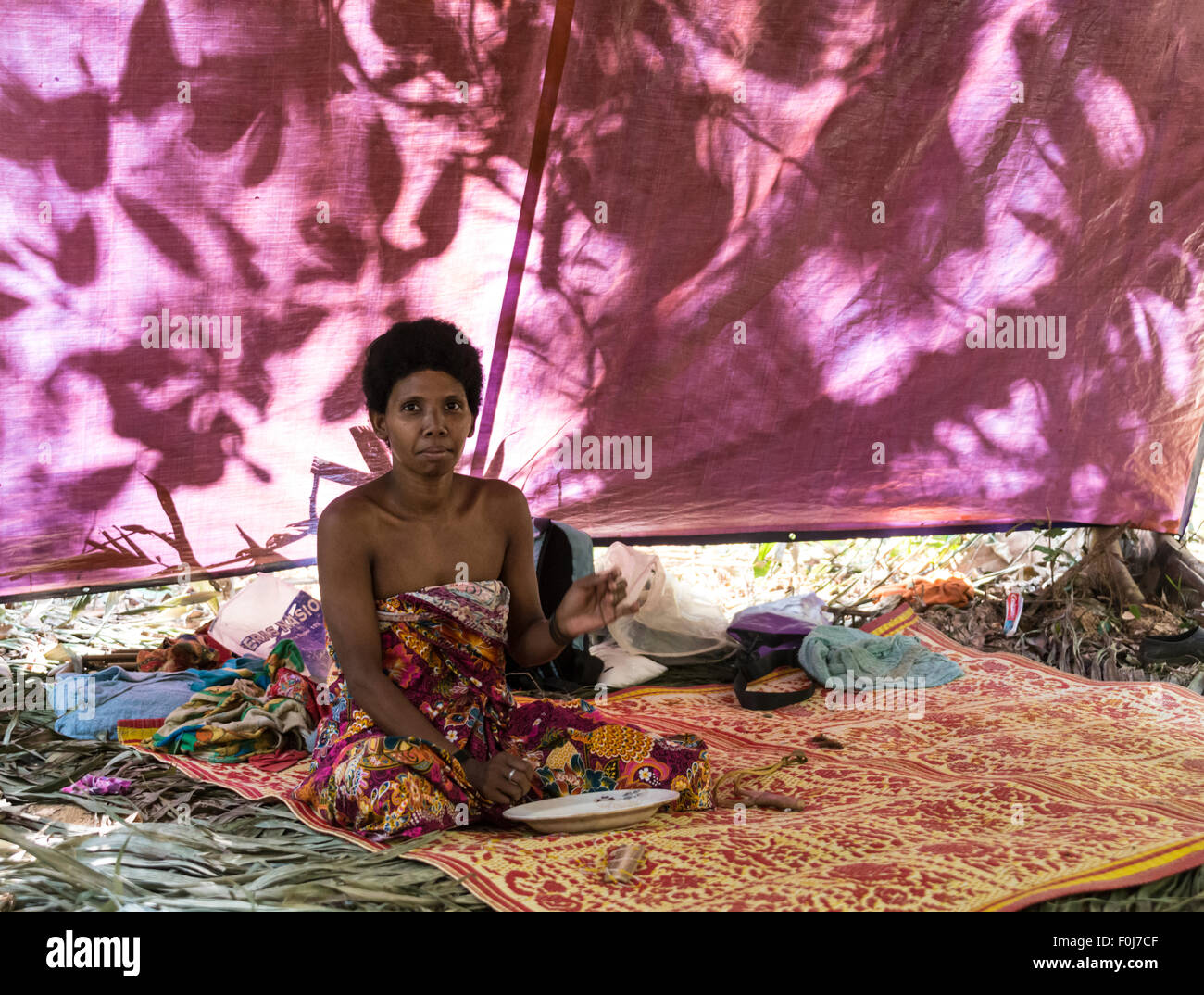 Orang Asil woman sitting in a tent in the jungle, natives, indigenous people, tropical rain forest, Taman Negara - Stock Image