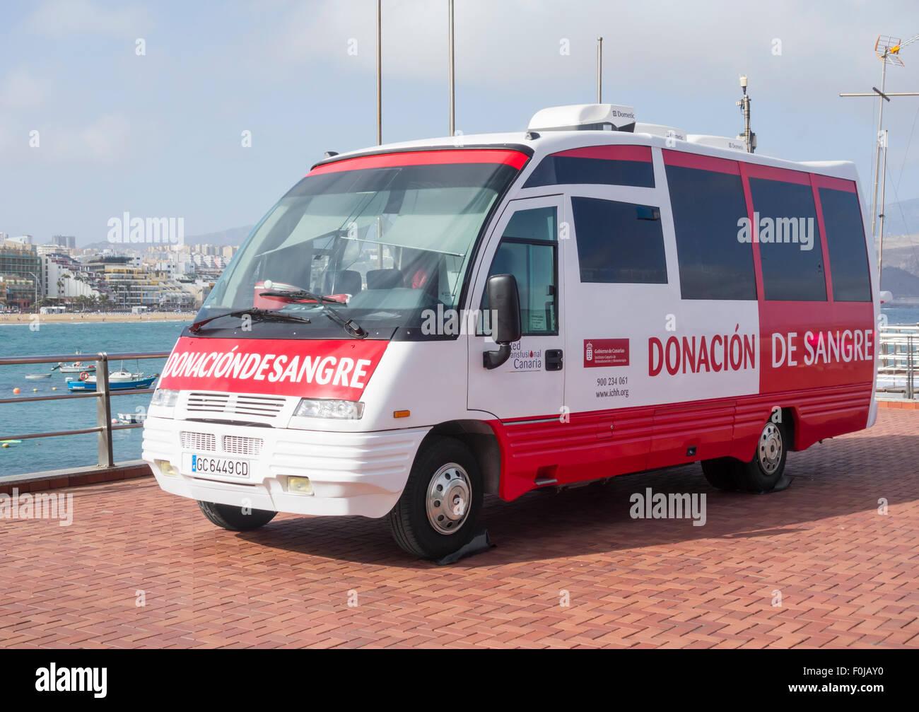 Blood Donation (Donation de Sangre) bus near beach in Spain Stock Photo