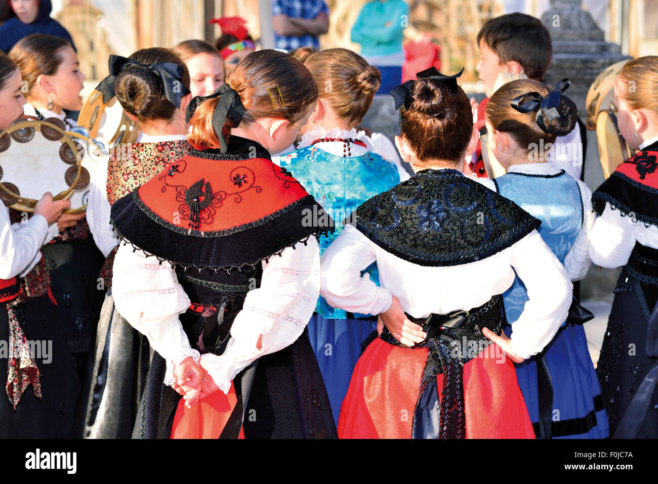 Spain, Galicia:  Youth folk group during the 'Festival Infantil Letras Galegas' in Ribadeo - Stock Image