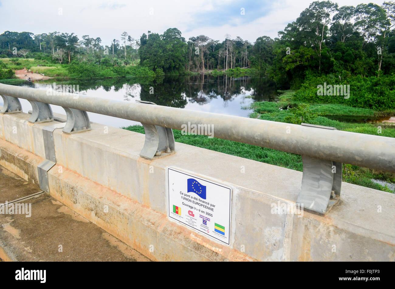 Border bridge between Gabon and Cameroon - Stock Image