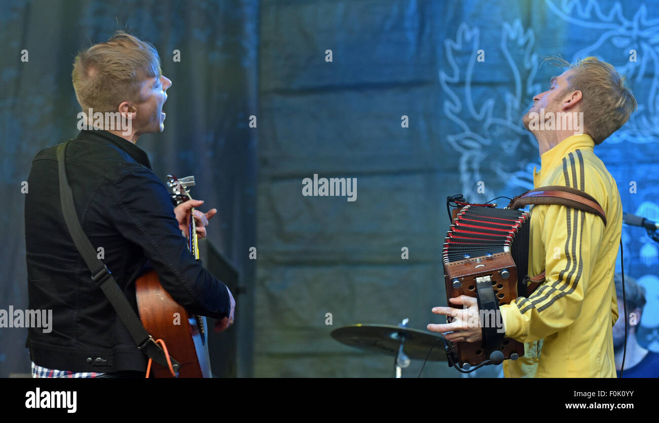 Oxfordshire, UK. 15th Aug, 2015.  Picture :Cropredy Oxfordshire UK. Fairports Cropredy Covention - Skinny Lister - Stock Image