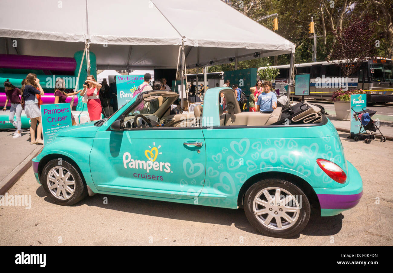 a-decorated-chrysler-pt-cruiser -at-the-entrance-to-a-procter-gamble-F0KFDN.jpg