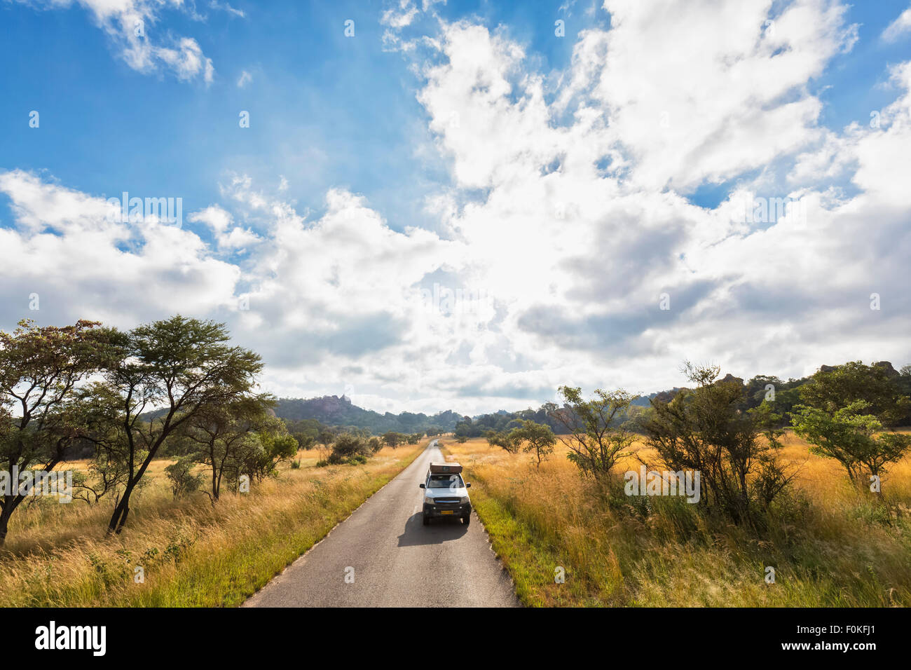 Africa, Zimbabwe, Matobo National Park, jeep with roof tent on the road - Stock Image