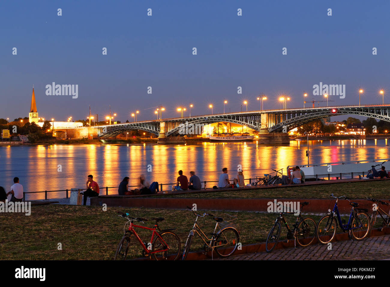 germany mainz view to theodor heuss bridge and mainz kastel with stock photo 86484671 alamy. Black Bedroom Furniture Sets. Home Design Ideas