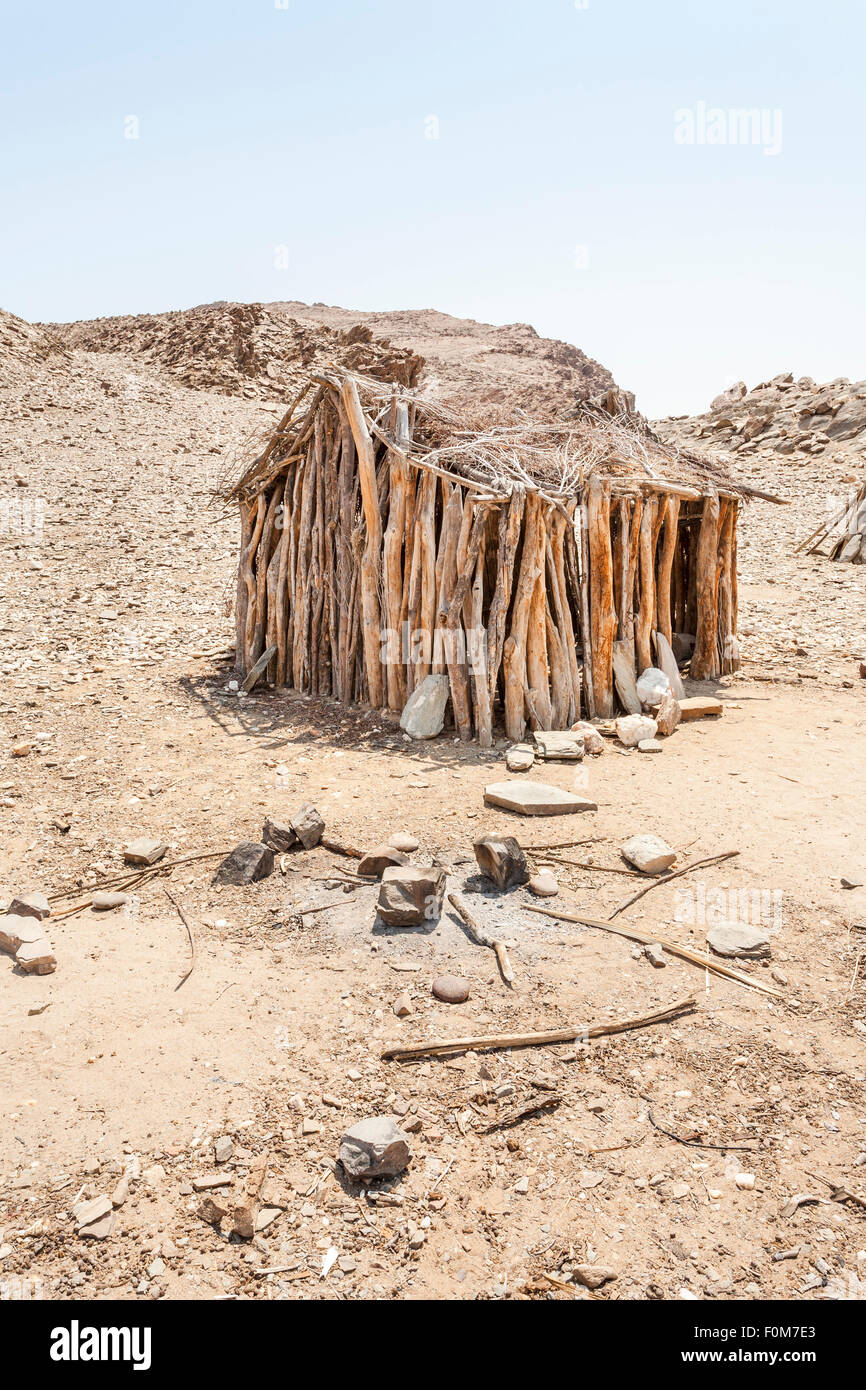 Angolan desert lifestyle: abandoned timber framed mud hut in desert terrain, southern Angola near the border with - Stock Image
