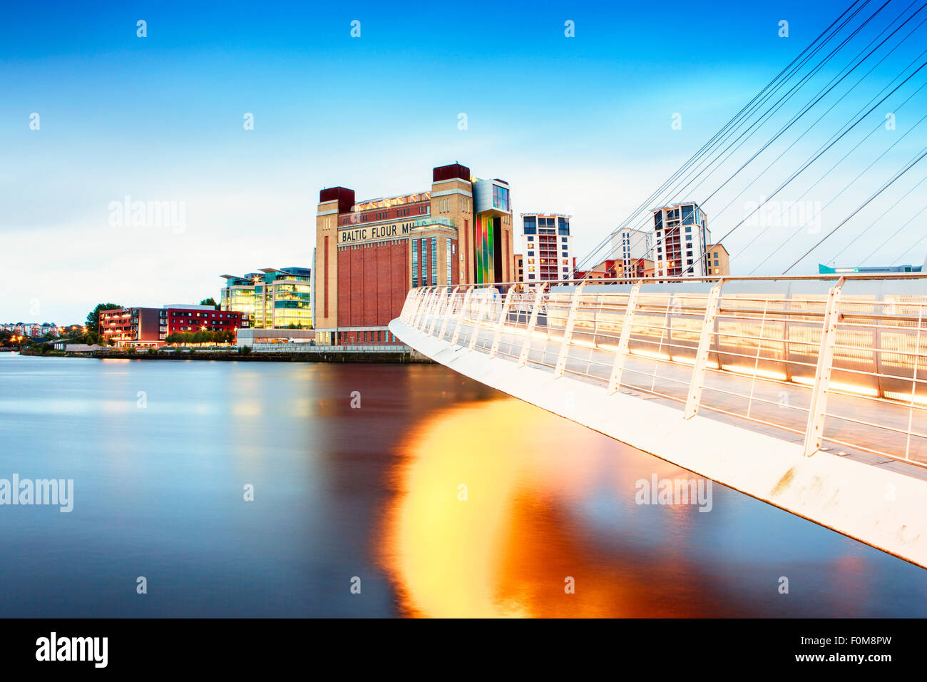 Europe, United Kingdom, Tyne and Wear, Gateshead, Tyne River, Millennium Bridge and the BALTIC Centre for Contemporary - Stock Image