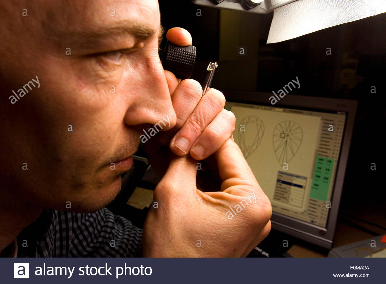 Antwerp Diamond centre, Quality certificate Department, Checking for the quality of the Diamond, the four C, Clarity, - Stock Image