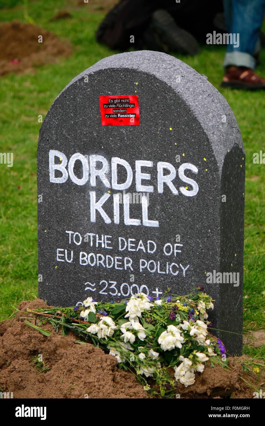 'Borders Kill' - Impressionen - Demonstration unter dem Motto 'Die Toten kommen' der Kuenstlergruppe - Stock Image