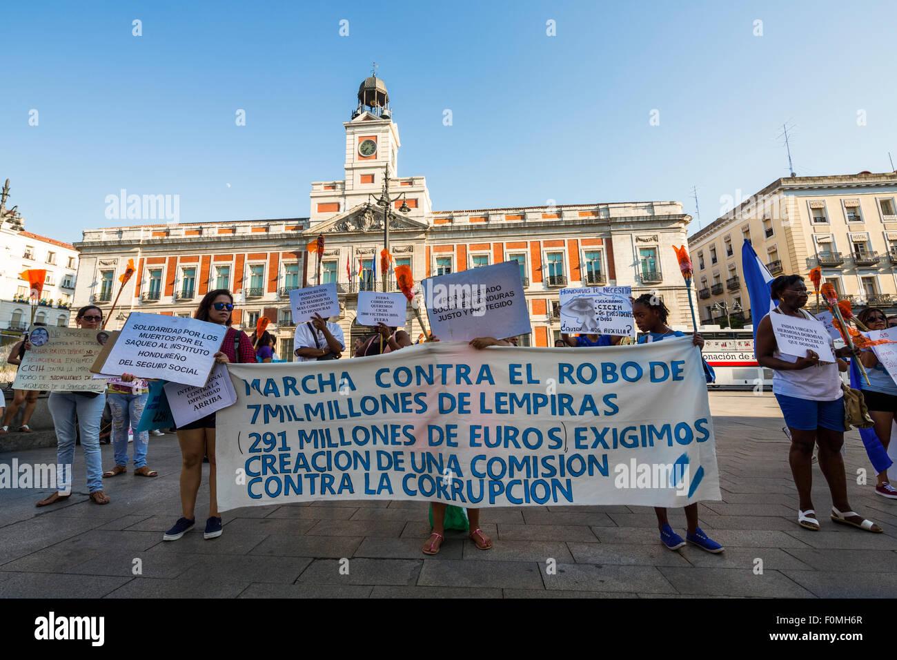 Hondurans protesting against corruption in Honduras, Puerta del Sol, Madrid, Spain Stock Photo