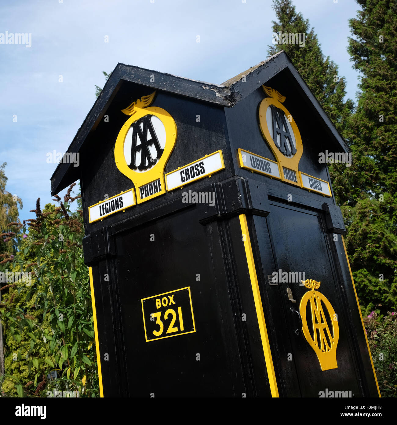 Eardisland, Herefordhire - old AA phone box from the 1920s on display - the box was originally at Legions Cross - Stock Image