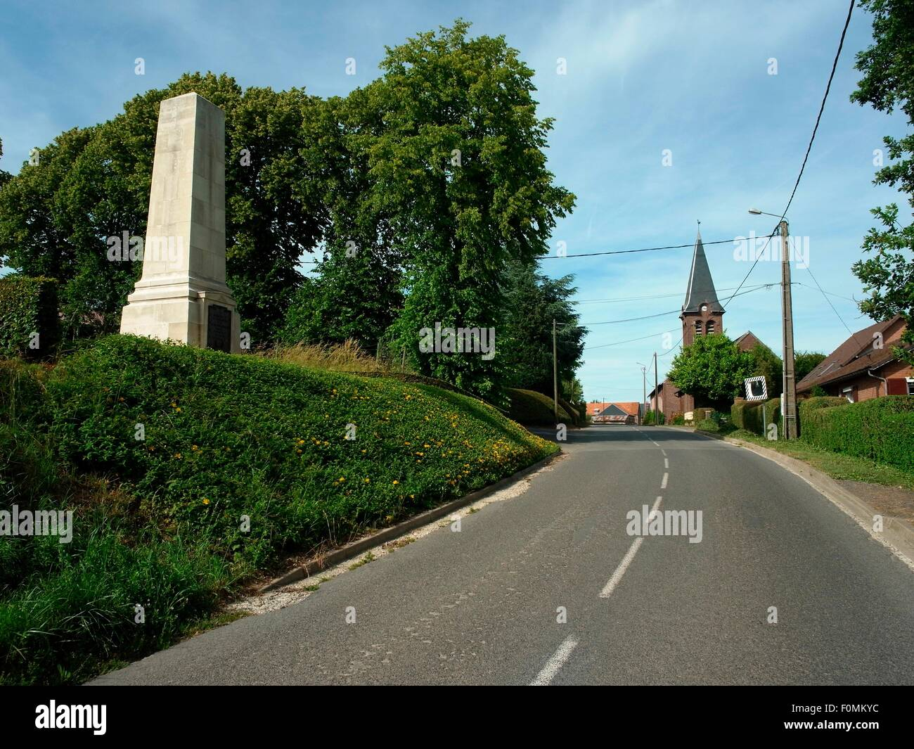 AJAXNETPHOTO -  2015. BEAUCOURT HAMEL, FRANCE. - (LEFT) MONUMENT IN THE VILLAGE OVERLOOKING THE ANCRE VALLEY TO Stock Photo