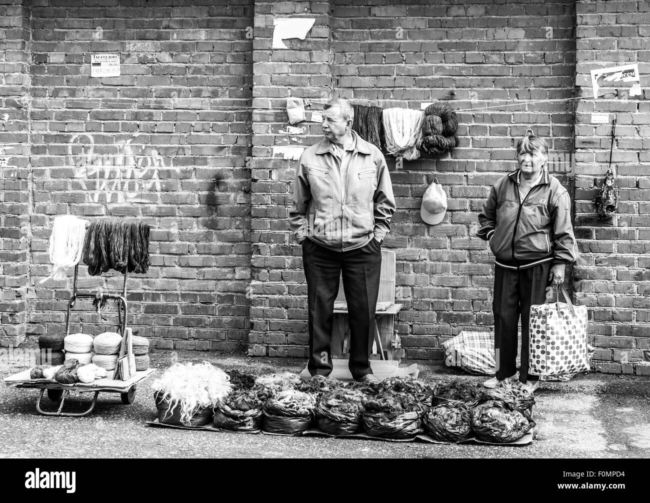 Elderly couple sell raw wool at a local market in Sterlitamak Russia - Stock Image