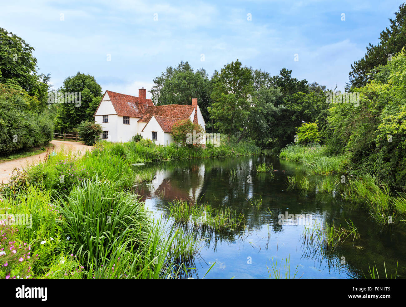 Willy Lott's Cottage at Flatford Mill, featured in Constable's painting 'The Hay Wain', East Bergholt, Dedham - Stock Image