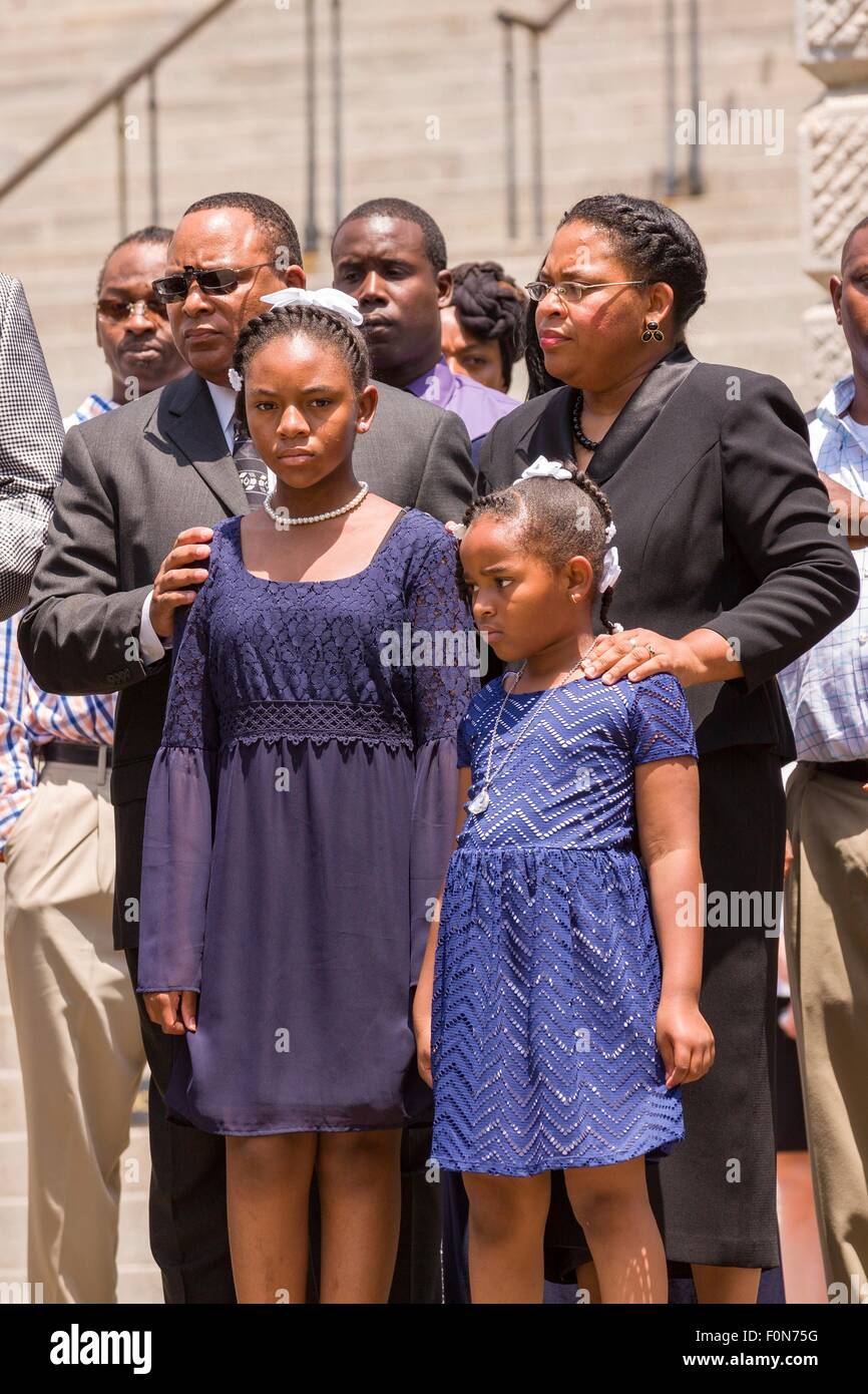 The wife and daughters of slain State Senator Clementa Pinckney are comforted as the casket is carried into the - Stock Image