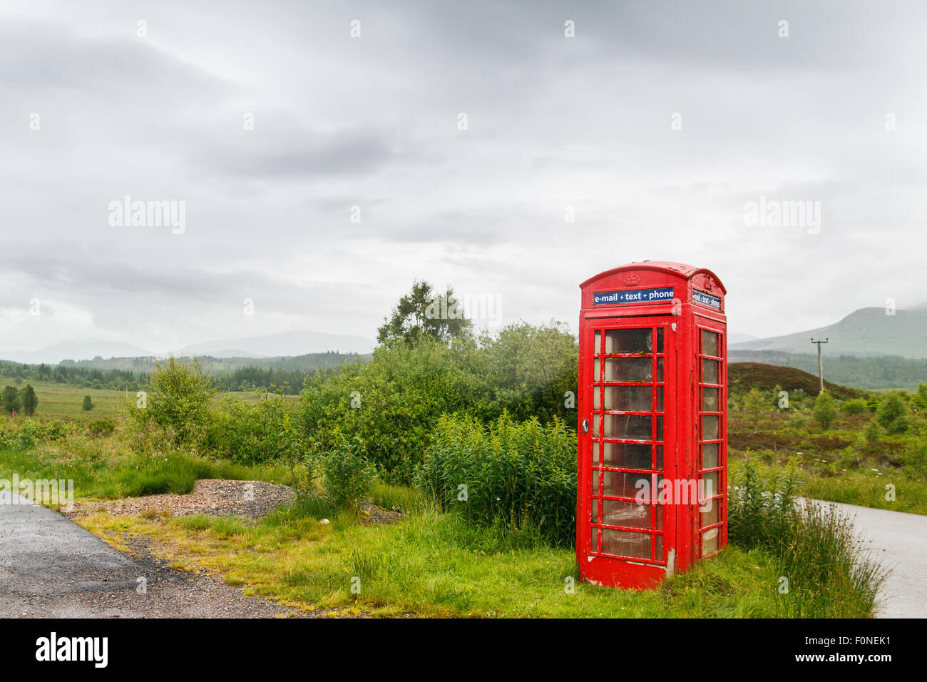 Lonely telephone box in Scotish Highland scenery - Stock Image