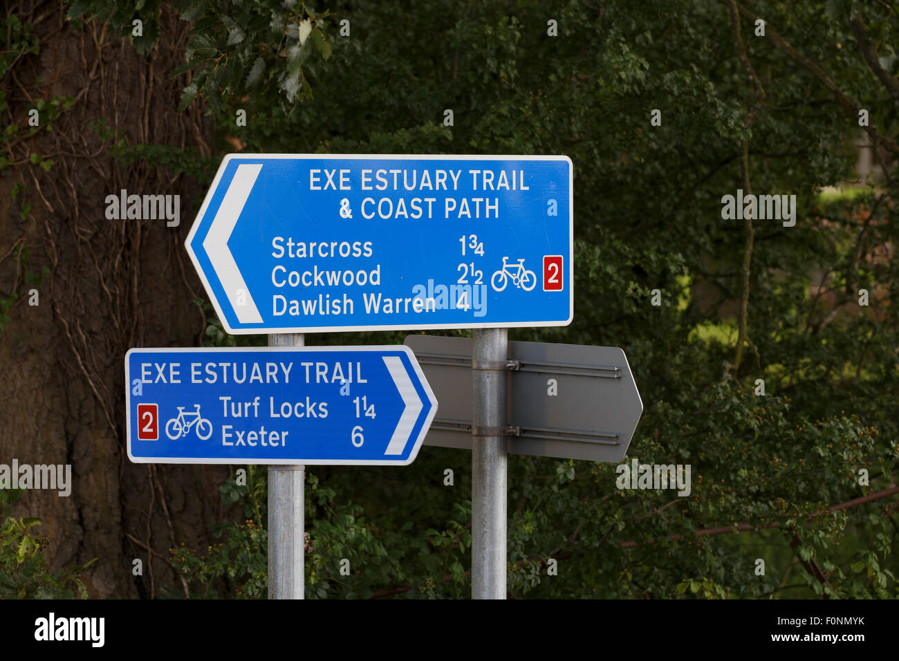 Sign on the Exe Estuary Trail and Coast path, a cycle path and footpath along the banks of the river Exe. - Stock Image