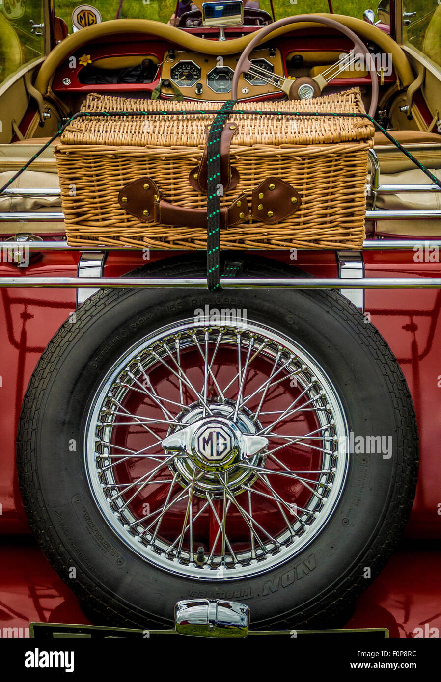 Back of open top MG sports car with wicker picnic basket - Stock Image