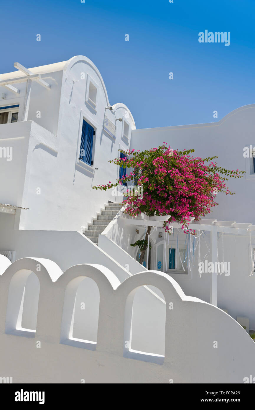 A typical whitewash building in Santorini, Greece. - Stock Image