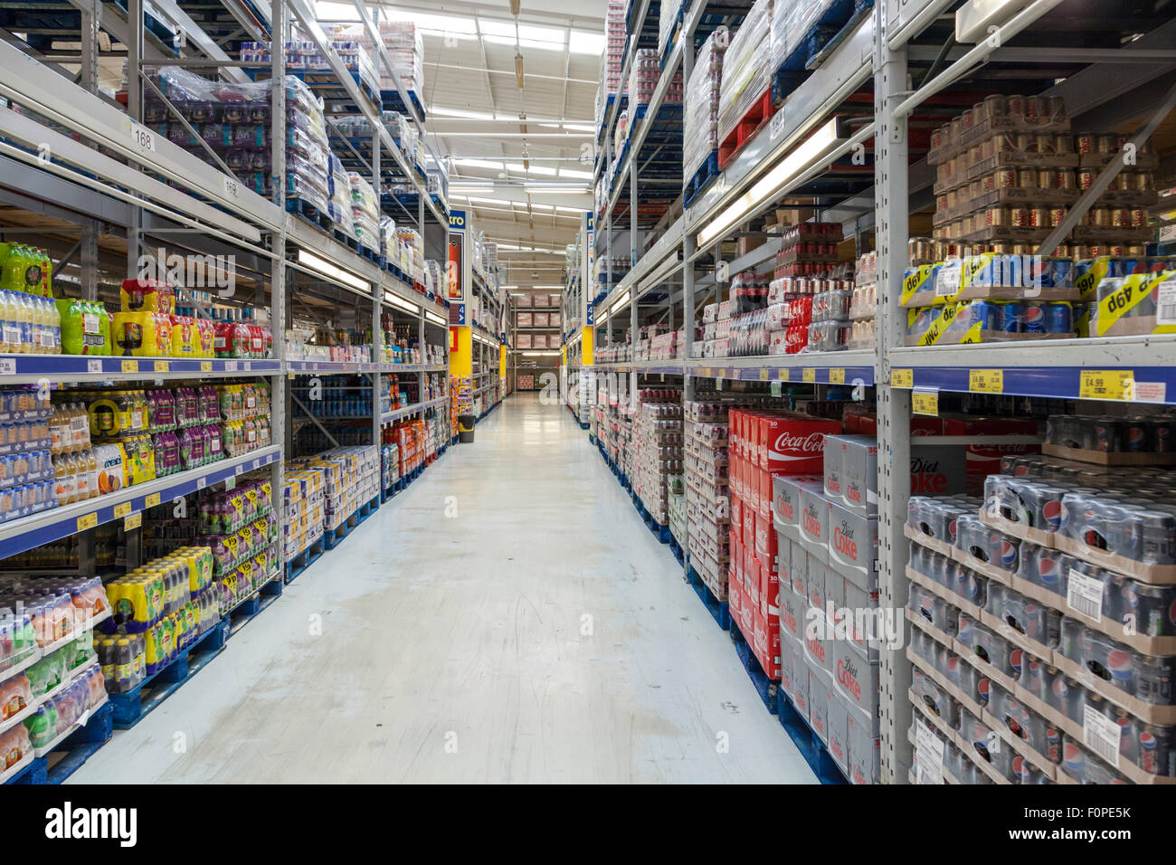An aisle in a cash and carry store. Makro, Nottingham, England, UK - Stock Image