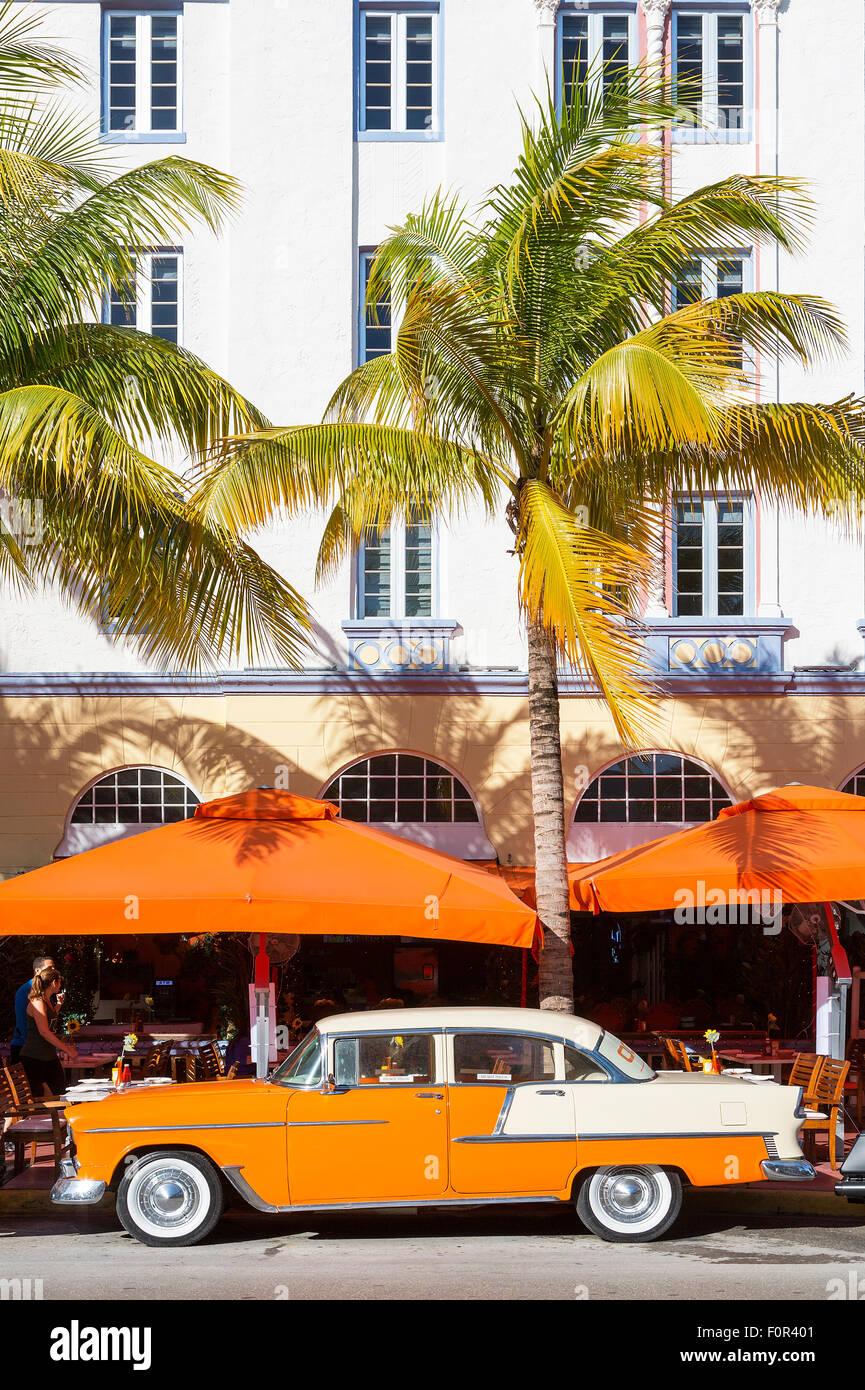 Miami, Vintage car on Ocean drive - Stock Image