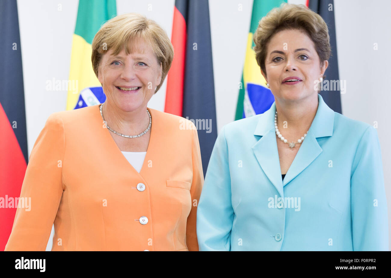 Brasilia, Brazil. 20th Aug, 2015. German chancellor Angela Merkel (L, CDU) is received by Brazilian president Dilma - Stock Image