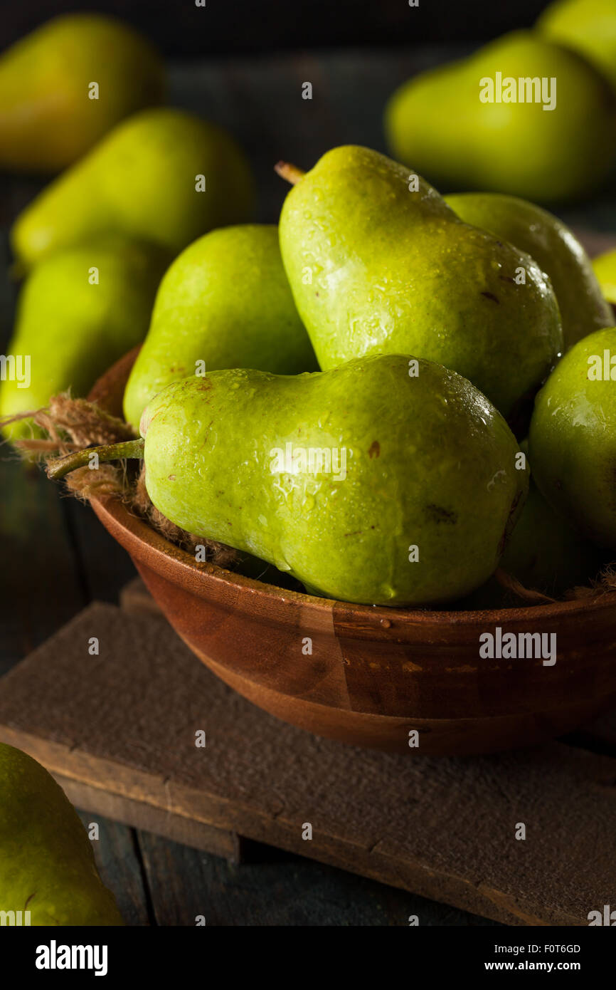 Green Organic Bartlett Pears in a Bowl - Stock Image