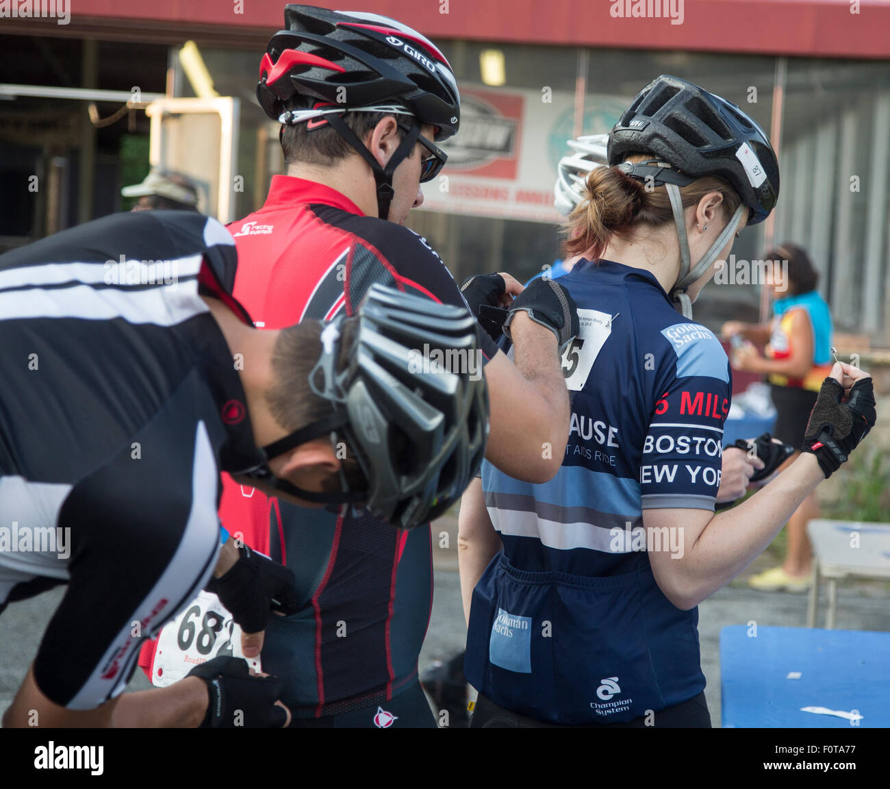 Participants getting their numbers pinned on their backs - Stock Image