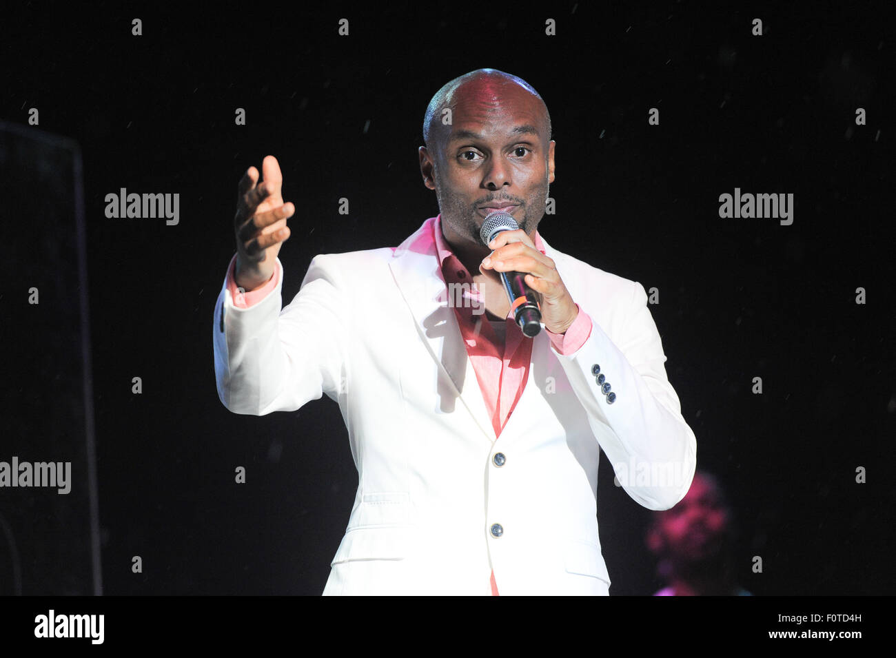 Philadelphia, Pennsylvania, USA. 20th Aug, 2015. R&B singer, KENNY LATTIMORE, performing at the Dell Music Center's - Stock Image