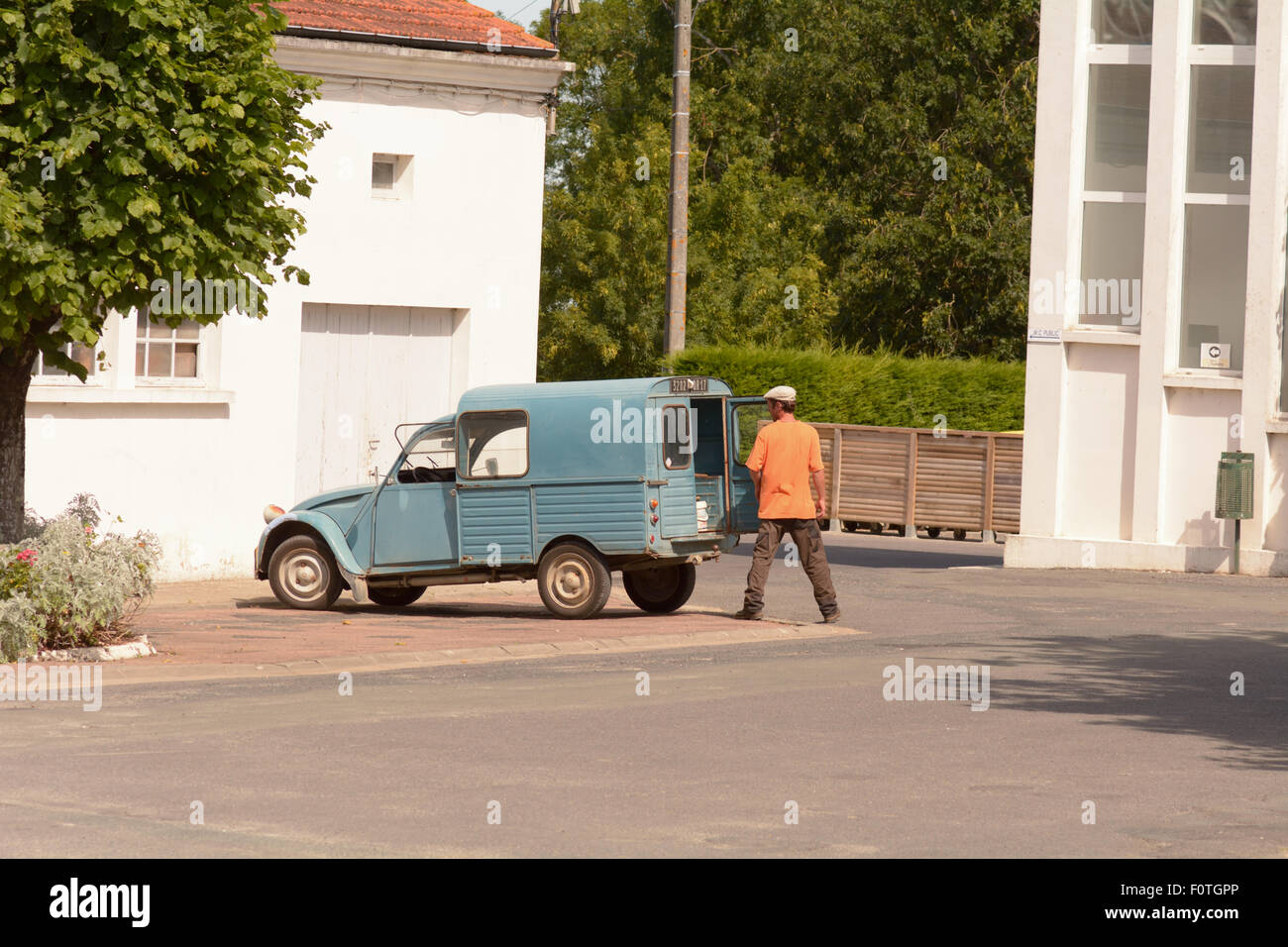 citroen 2cv van stock photos  u0026 citroen 2cv van stock