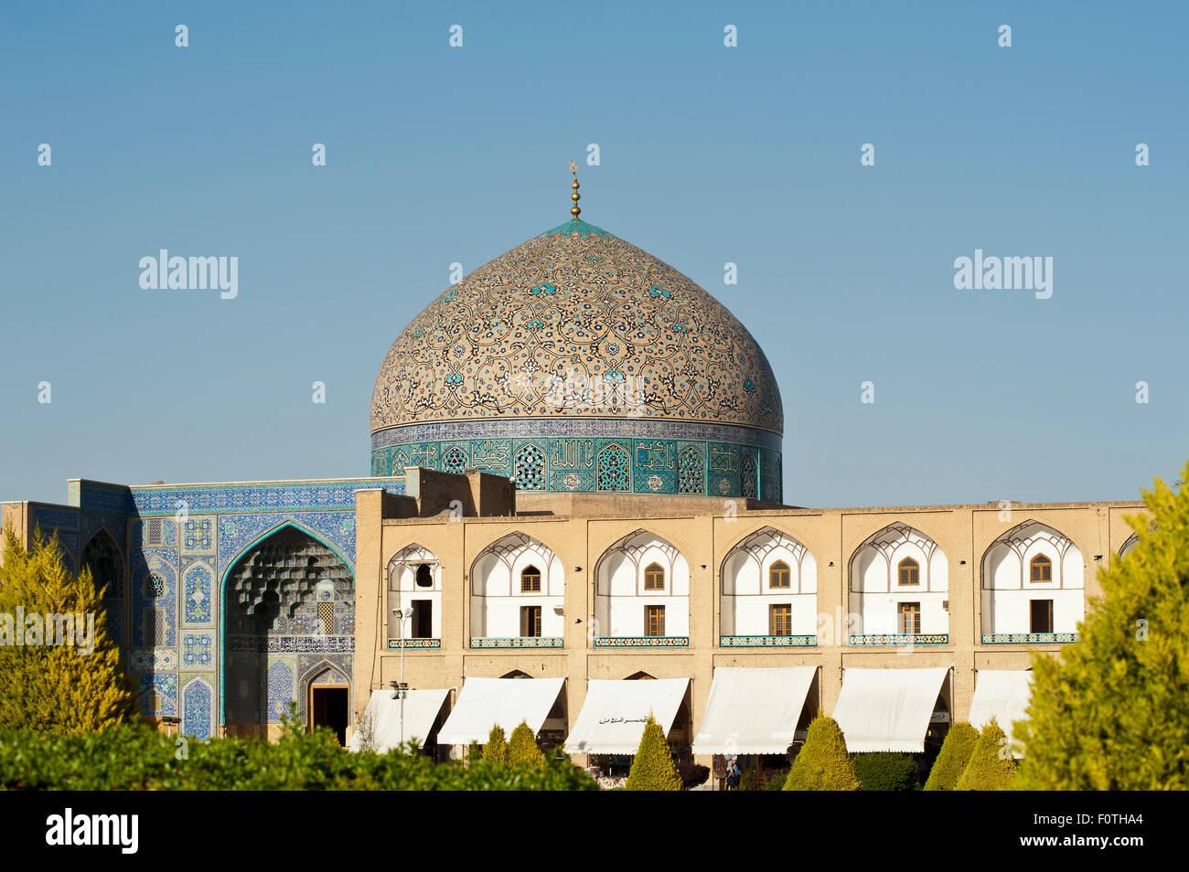 Colorful tiled dome, Sheikh Lotfollah Mosque, Maidan Square, also Naqsh-e Jahan Square, Isfahan, Iran - Stock Image