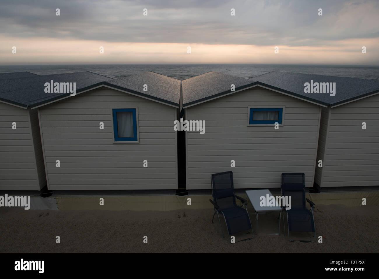 Holiday_behind the scene, rear view of beach houses, Wijk aan Zee, Netherlands - Stock Image