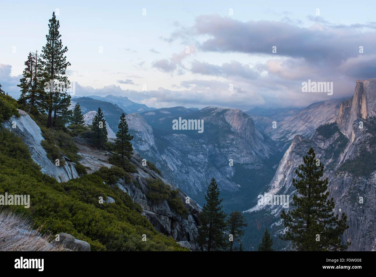 Elevated view of mountain peaks, Yosemite National Park, California, USA - Stock Image