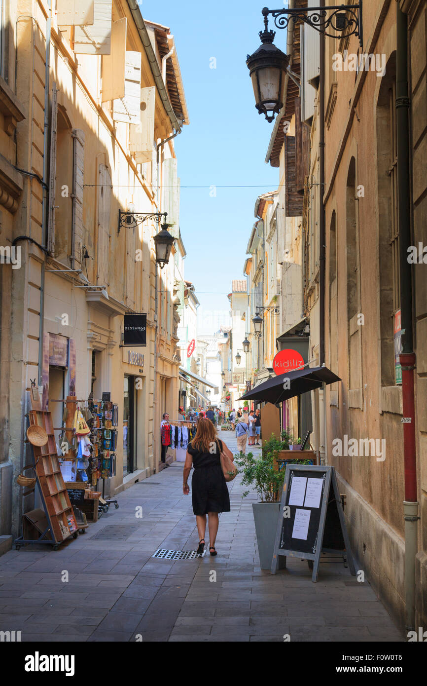 Narrow streets in the town centre of Arles France - Stock Image