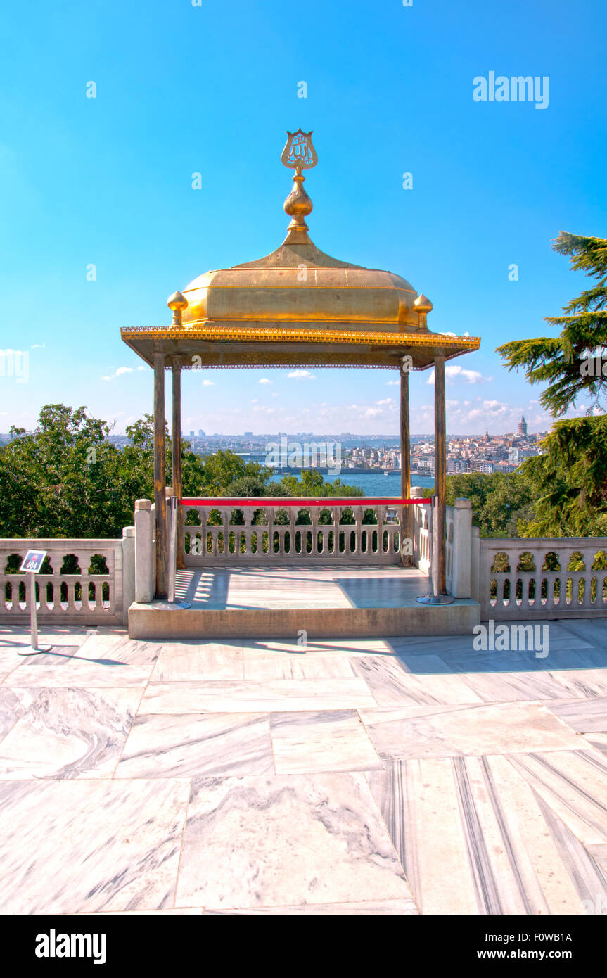 The gilded İftar Pavilion, also known as İftar Kiosk or İftar bower offers a view on the Golden Horn is a magnet - Stock Image