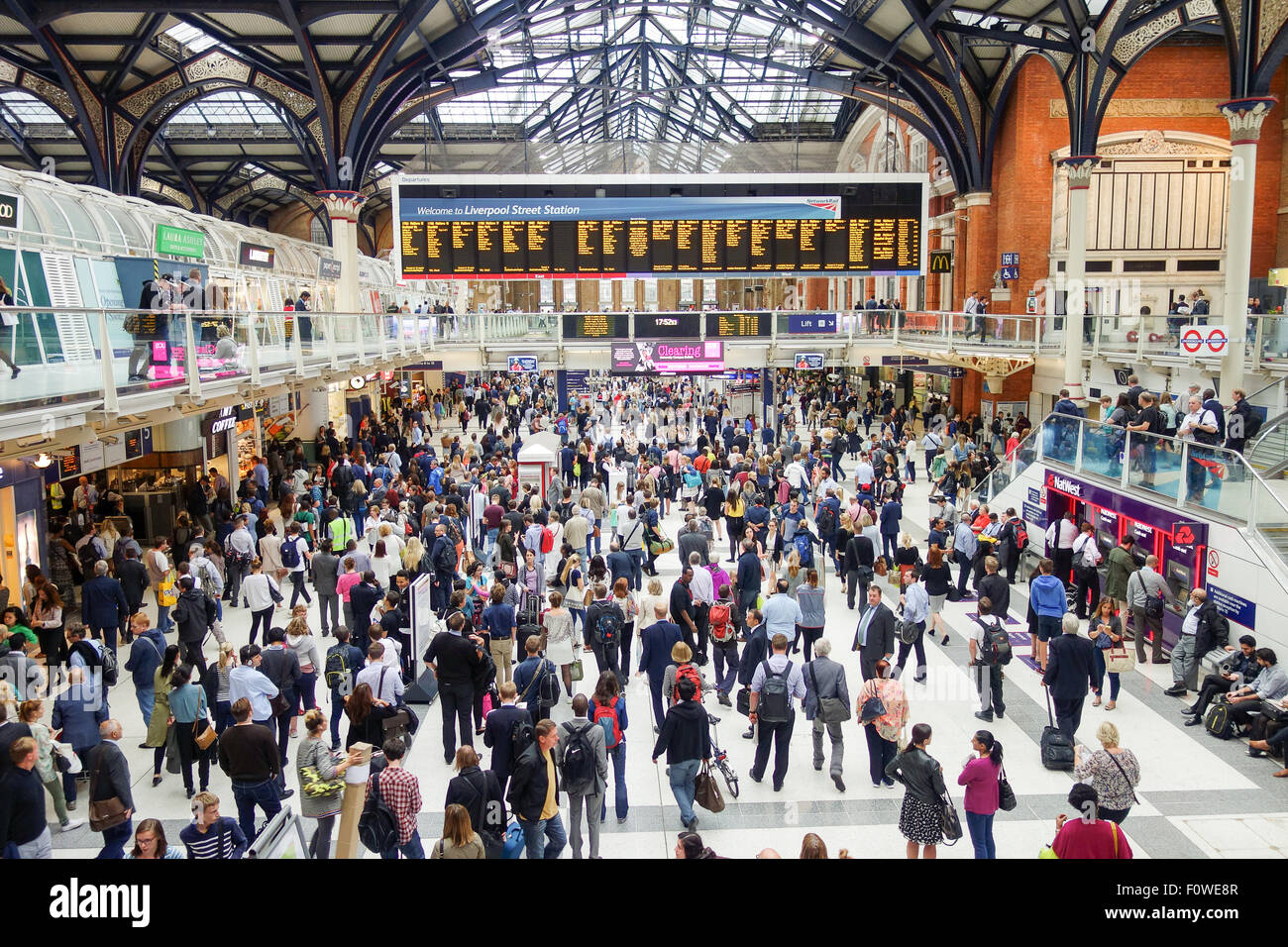The main concourse at Liverpool Street Station during a busy rush hour. - Stock Image
