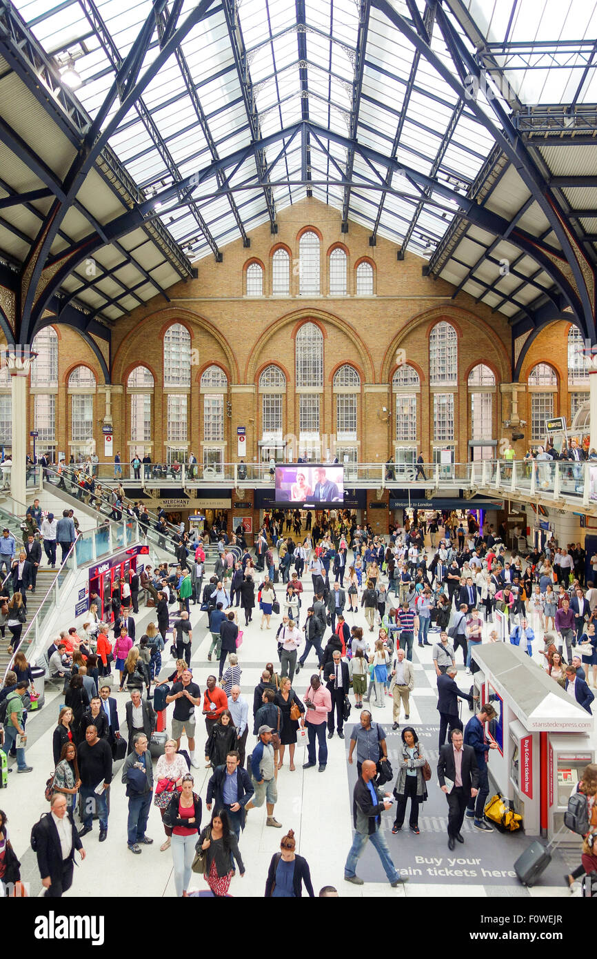 The busy rush hour at Liverpool Street Station. - Stock Image