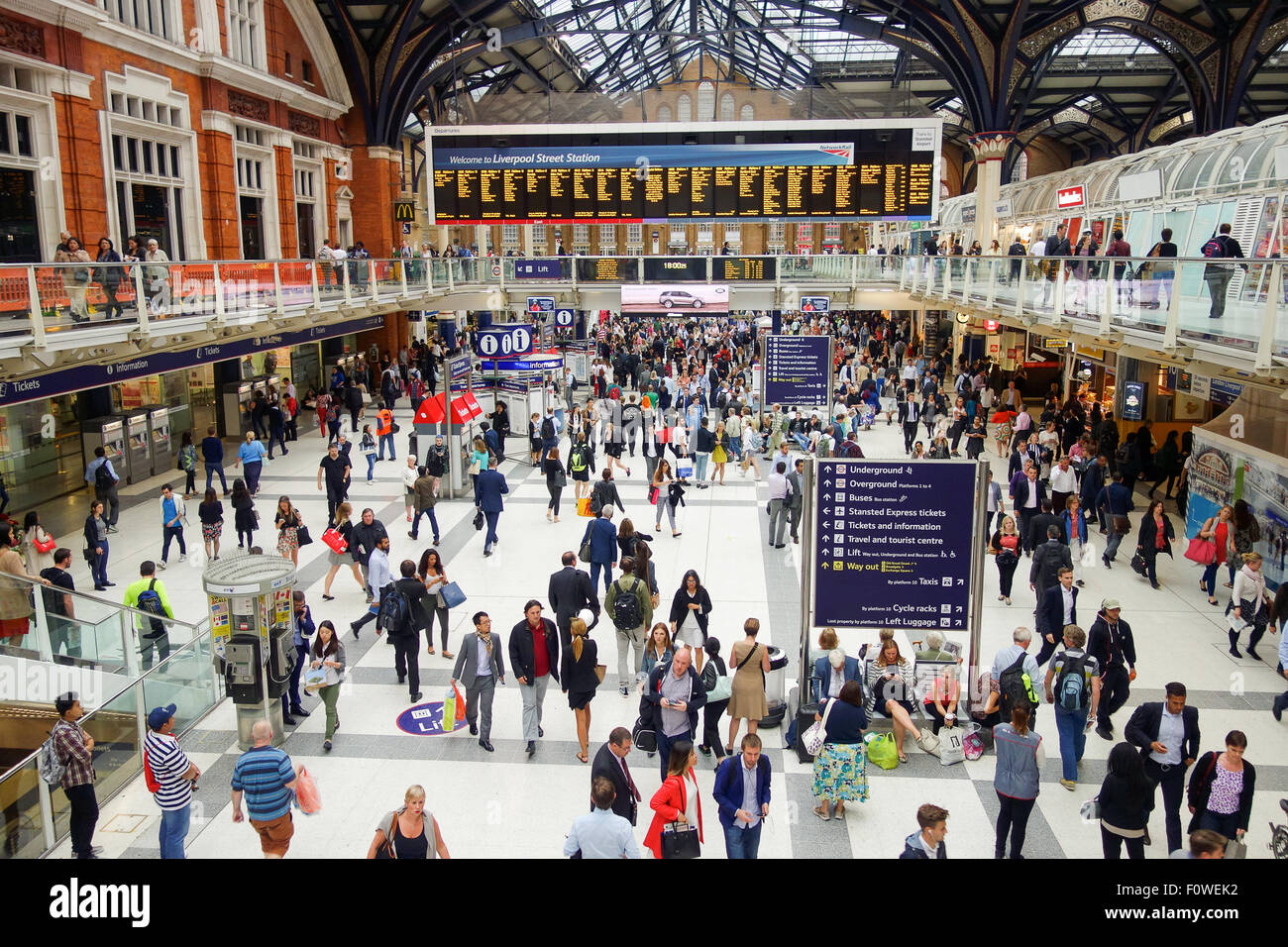 Liverpool Street Station during a busy rush hour. - Stock Image