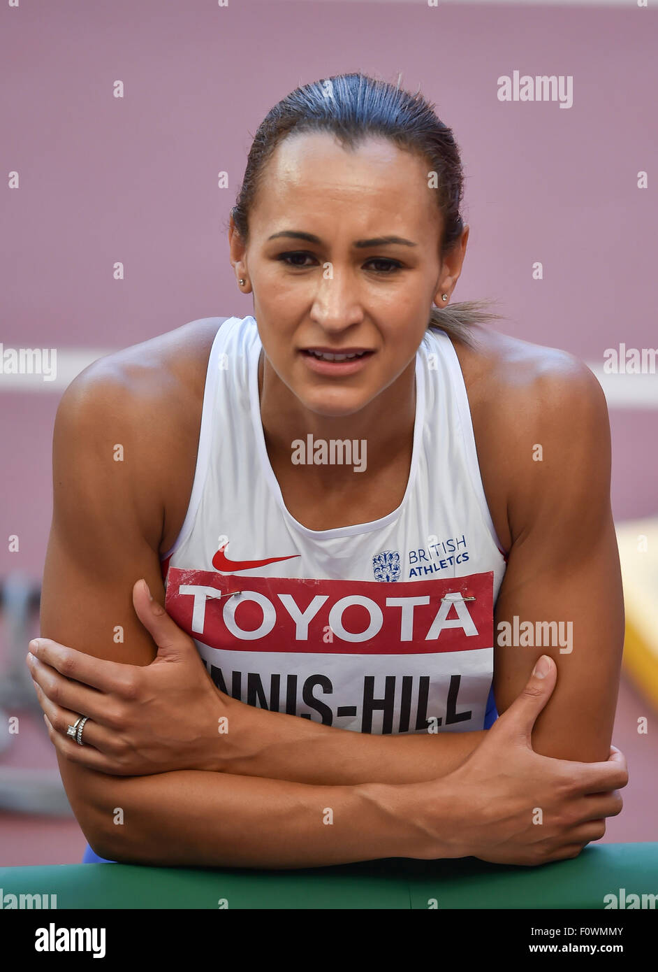 Beijing, China. 22nd August, 2015. Jessica Ennis-Hill of Great Britain sits on the track and visualises her next - Stock Image