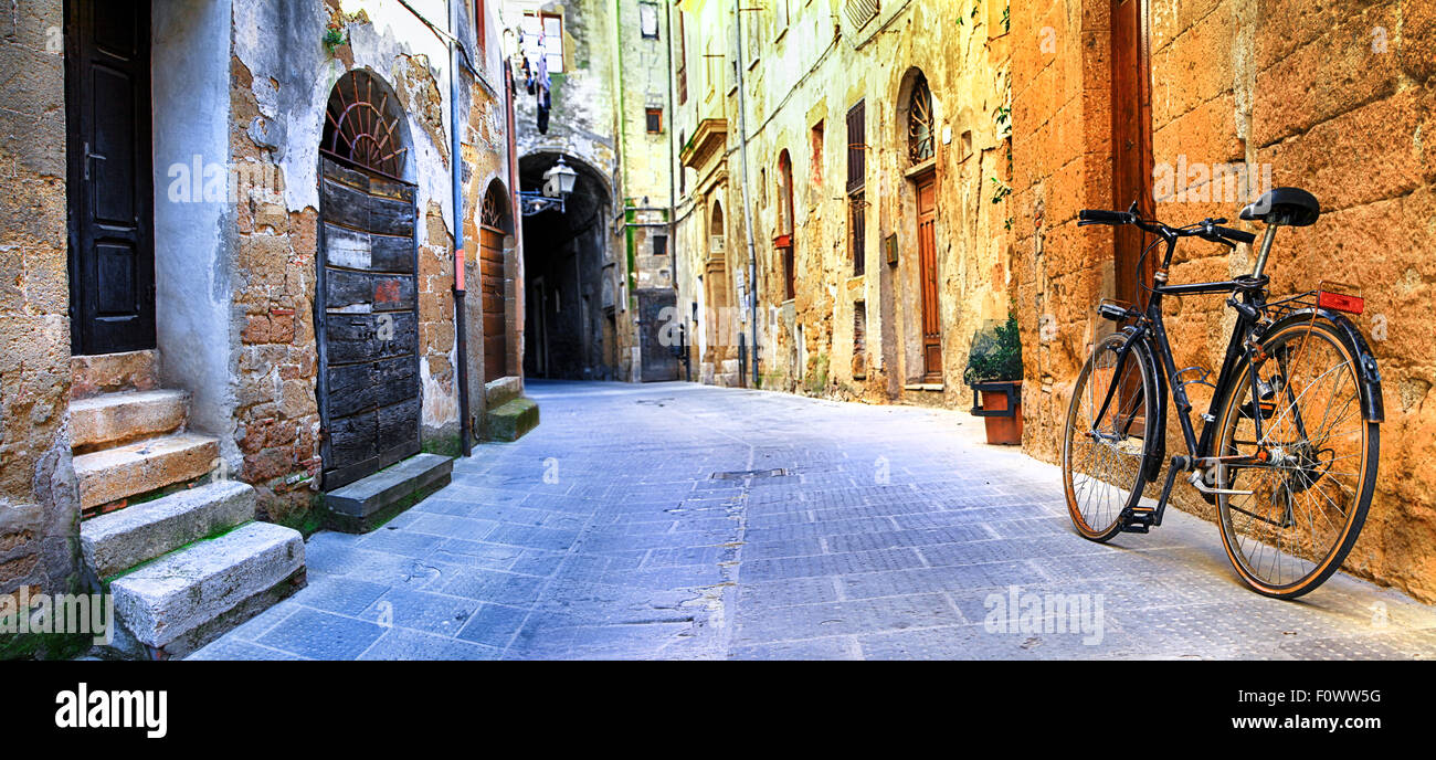 Charming old streets of medieval towns of Tuscany - Pitigliano, Italy - Stock Image