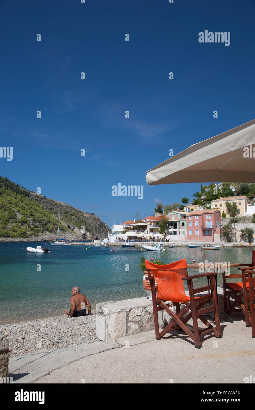 A taverna in the Bay of Assos, on the Greek Island of Kefalonia, home to the film, 'Catpain Corelli's Mandolin' - Stock Image