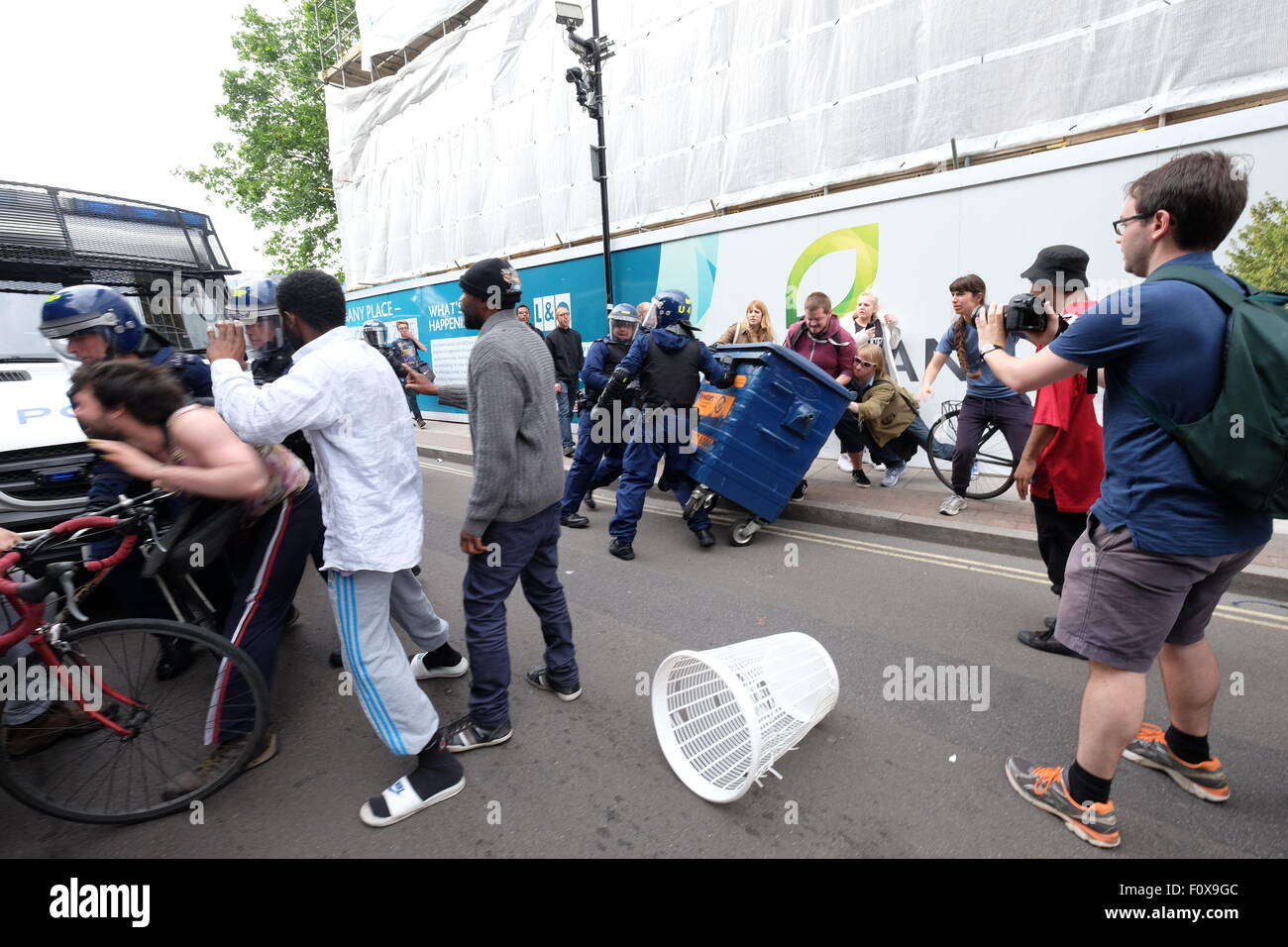 A mini riot occurred in East St as three Police officers came to aid a deportation, with locals and activists blocking - Stock Image