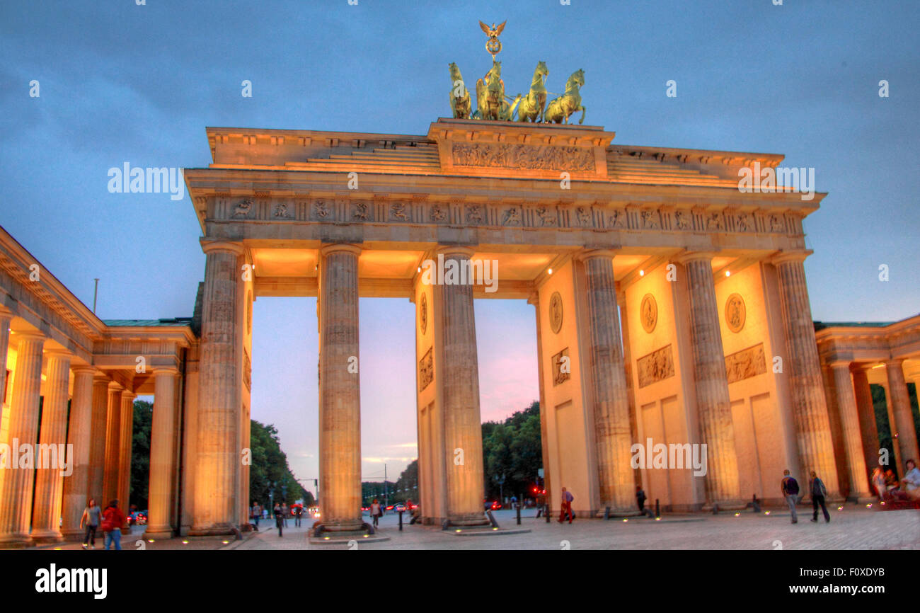 Brandenburg Gate, in the early evening twilight, Tiergarten,Mitte district, Berlin, Germany, Europe - Stock Image