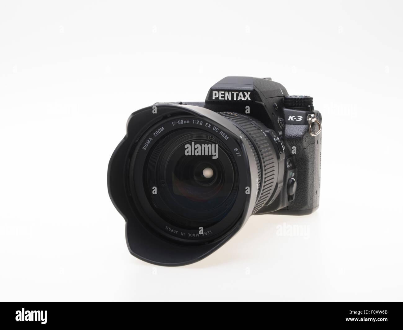 Pentax K3 DSLR camera with Sigma 17-50 f2.8 zoom lens - Stock Image
