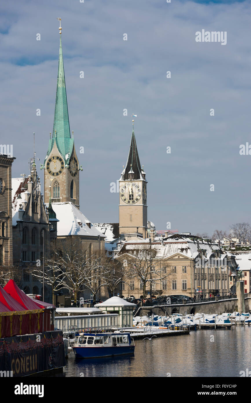 View of the old city of Zurich, Switzerland, during winter, looking downstream the Limmat river with Fraumunster - Stock Image