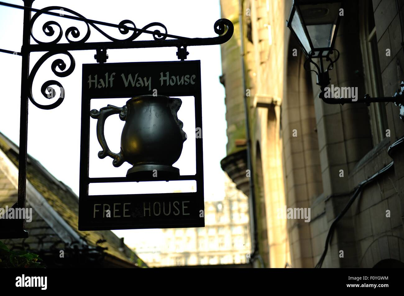 Edinburgh, Scotland, UK. 23rd August, 2015. Halfway House, the smallest pub in Edinburgh Credit:  Tony Clerkson/Alamy - Stock Image