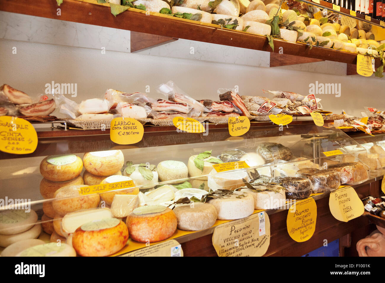 Deli with cheese and Ricatino cured meats, Pienza, Val d'Orcia, Tuscany, Province of Siena, Italy - Stock Image