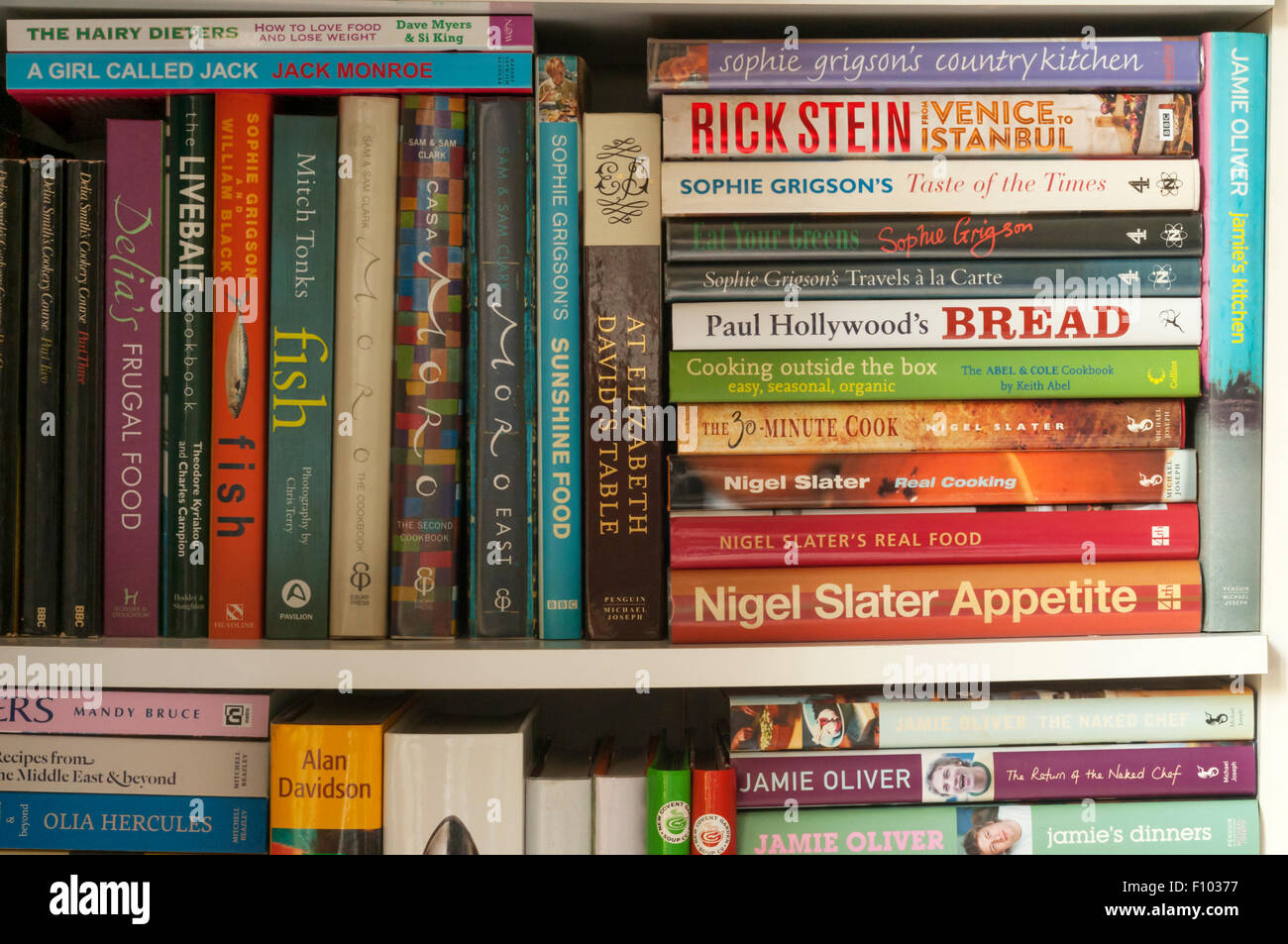 A bookcase full of cookery books. - Stock Image