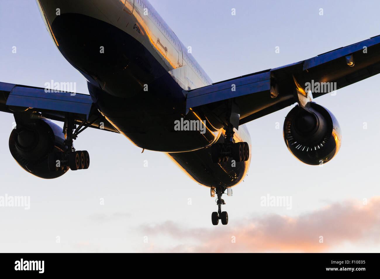 A British Airways  Boeing 777-200 ER Reg. G-VILL lands on London Heathrow's runway 27R. - Stock Image