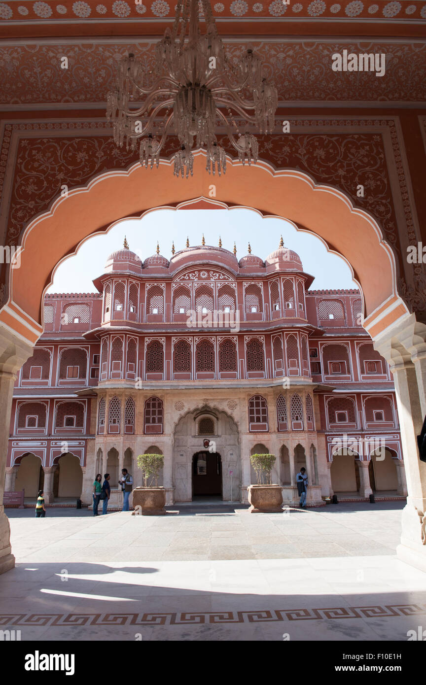Jaipur, India; the City Palace, the Ridhi Sidhi Pol viewed through an arch. - Stock Image